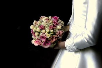 結婚は「呪い」だった!?これからは、結婚式も指輪も不要!
