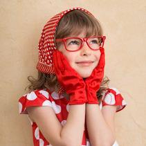 赤いメガネっ子